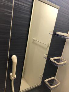 熊本県山鹿市K様邸の浴室内鏡のクリーニング前の写真